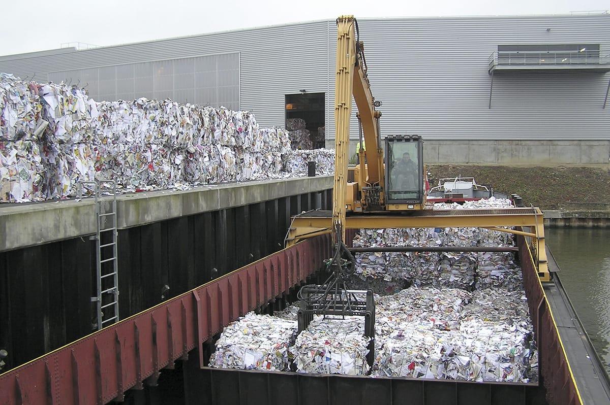 Transport de balles de papiers et emballages par voie fluviale